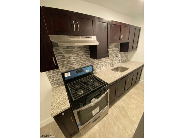6 BR,  3.00 BTH Multi-family style home in Paterson
