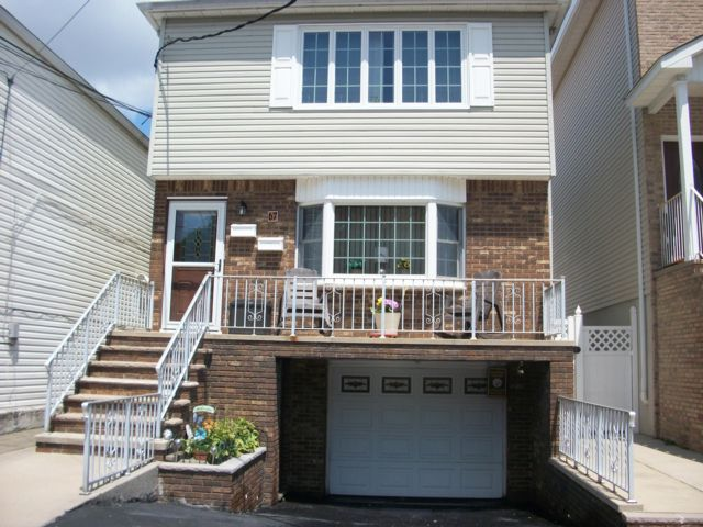 6 BR,  3.00 BTH  Colonial style home in Bayonne