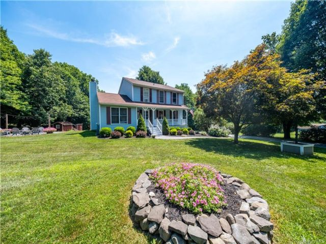 3 BR,  3.00 BTH Colonial style home in Montgomery