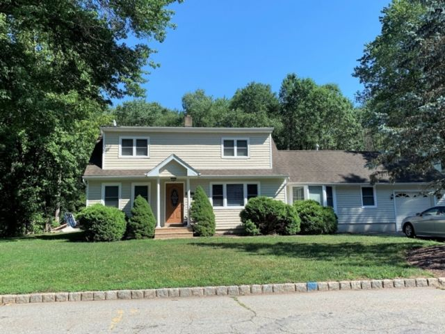 4 BR,  4.00 BTH  Cape cod style home in Fairfield