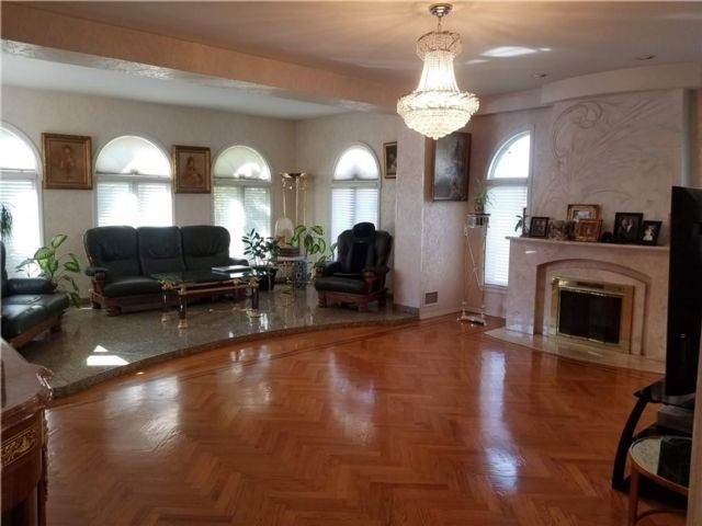 3 BR,  3.00 BTH  Single family style home in Brighton Beach