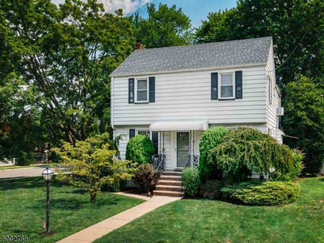 4 BR,  1.00 BTH Colonial style home in Clifton