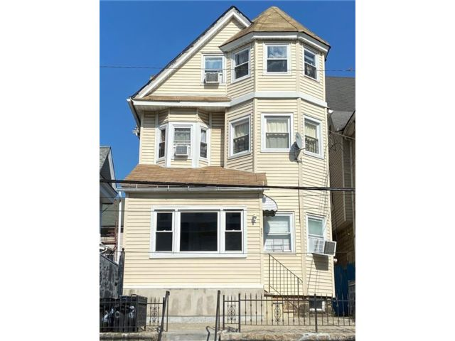 6 BR,  3.00 BTH Colonial style home in Yonkers