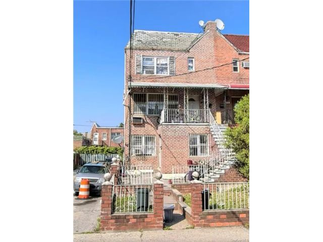 6 BR,  0.00 BTH Other style home in Canarsie