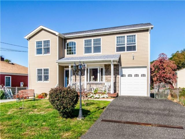 6 BR,  4.00 BTH  Colonial style home in Yonkers