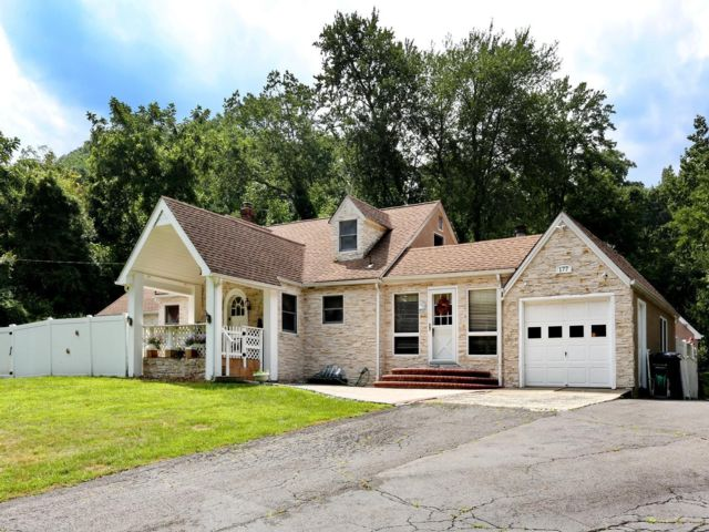 5 BR,  3.50 BTH  Contemporary style home in Clarkstown