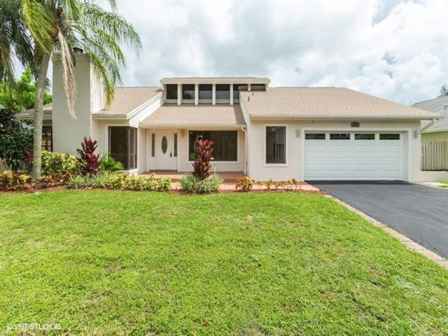 4 BR,  2.50 BTH  Ranch style home in Fort Lauderdale