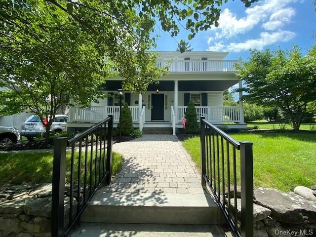 4 BR,  2.00 BTH Colonial style home in Cornwall