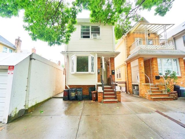 4 BR,  2.00 BTH Multi-family style home in Midwood
