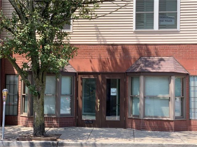 Studio,  0.00 BTH Commercial style home in Orangetown