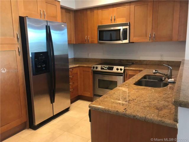 1 BR,  1.50 BTH Apartment style home in Hallandale