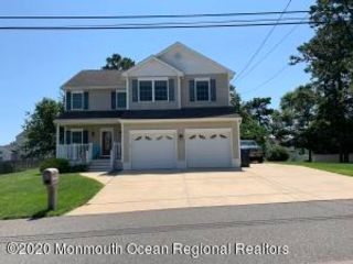 3 BR,  2.50 BTH Contemporary style home in Beachwood