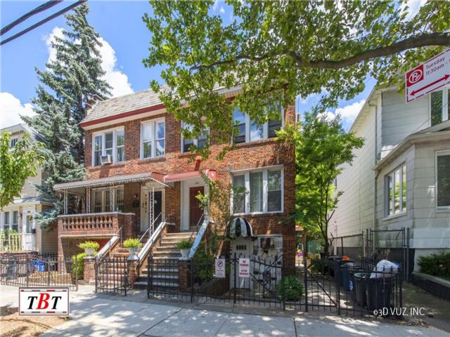 6 BR,  4.00 BTH Multi-family style home in Midwood