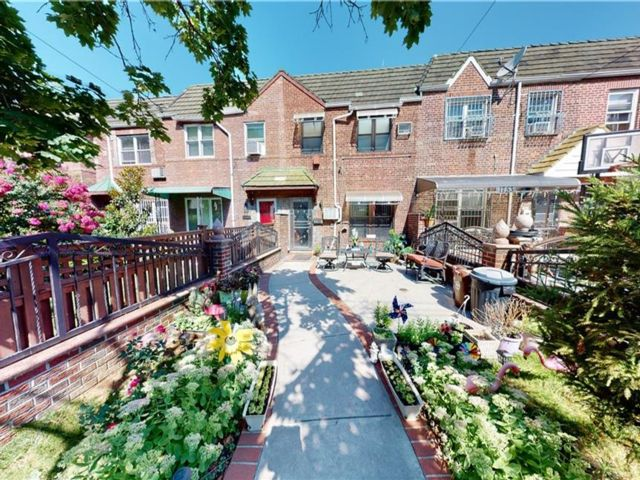 3 BR,  2.00 BTH Single family style home in Ridgewood