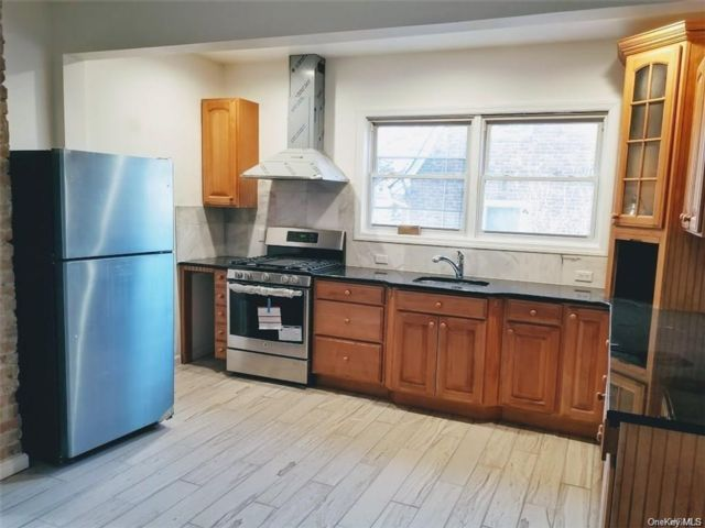 3 BR,  2.00 BTH Apartment style home in Haverstraw Town