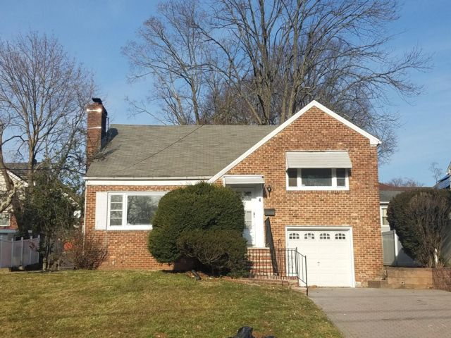 4 BR,  2.50 BTH  Split-level style home in West Orange