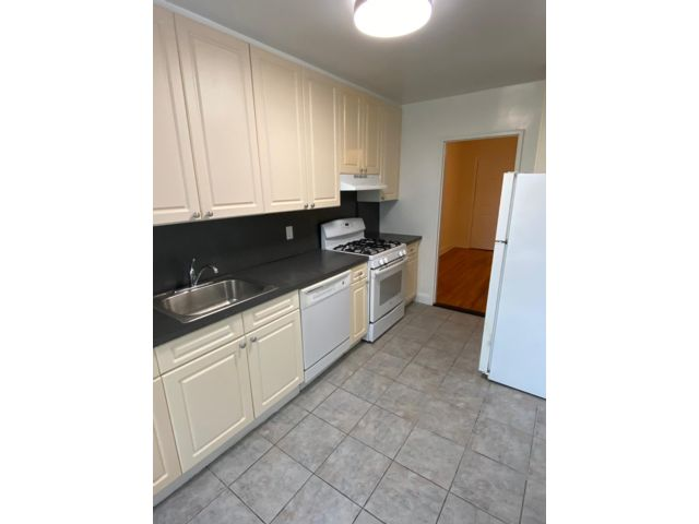 2 BR,  2.00 BTH   style home in Flushing