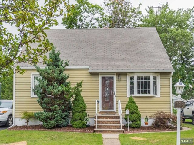 4 BR,  3.00 BTH Cape code style home in Rutherford