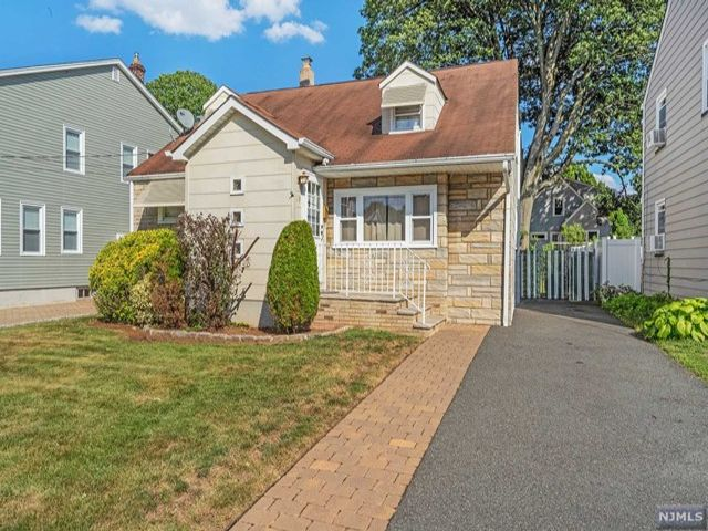 4 BR,  2.00 BTH  Cape code style home in Nutley