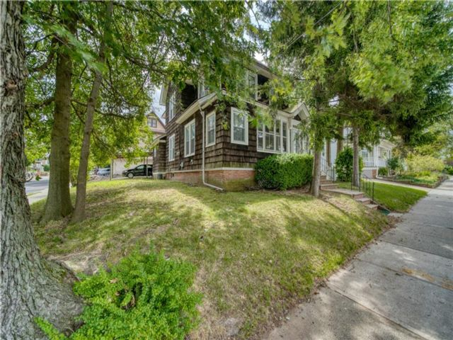 4 BR,  2.00 BTH Multi-family style home in Westerleigh