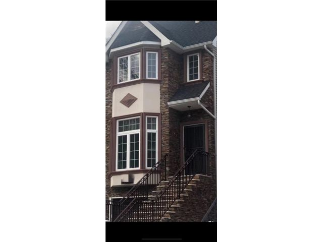 5 BR,  4.00 BTH Single family style home in Grymes Hill