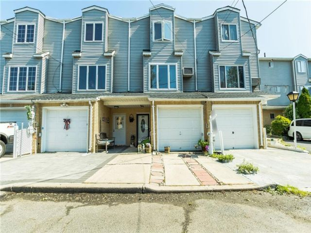 3 BR,  3.00 BTH  Single family style home in Tottenville