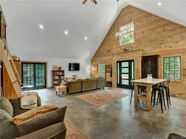 2 BR,  1.00 BTH Contemporary style home in Lumberland