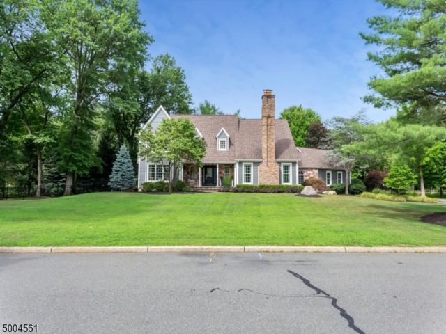 4 BR,  2.55 BTH Colonial style home in Franklin Lakes
