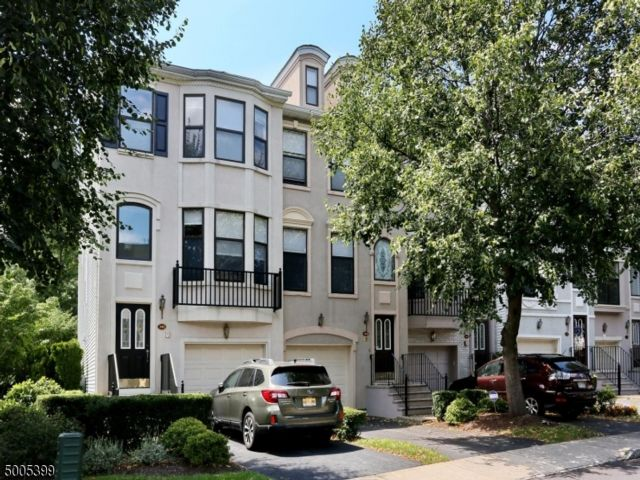 2 BR,  2.55 BTH Townhouse-inter style home in Nutley