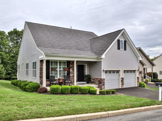 2 BR,  2.00 BTH Ranch style home in Wallkill