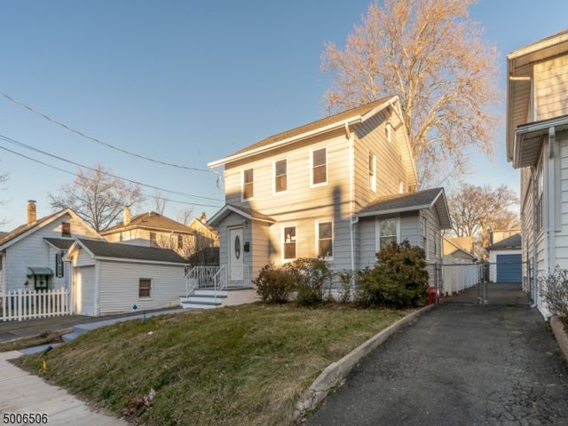 4 BR,  2.00 BTH Colonial style home in Roselle Park