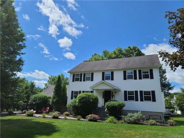 4 BR,  3.00 BTH Colonial style home in Montgomery