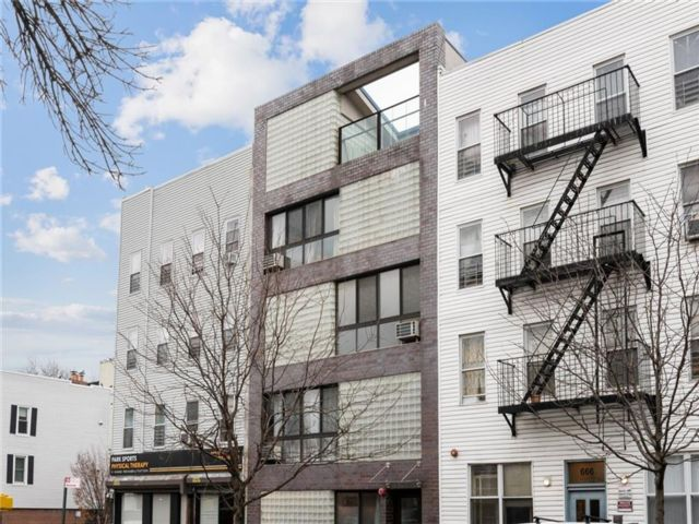 Studio,  0.00 BTH Multi-family style home in Greenwood Heights