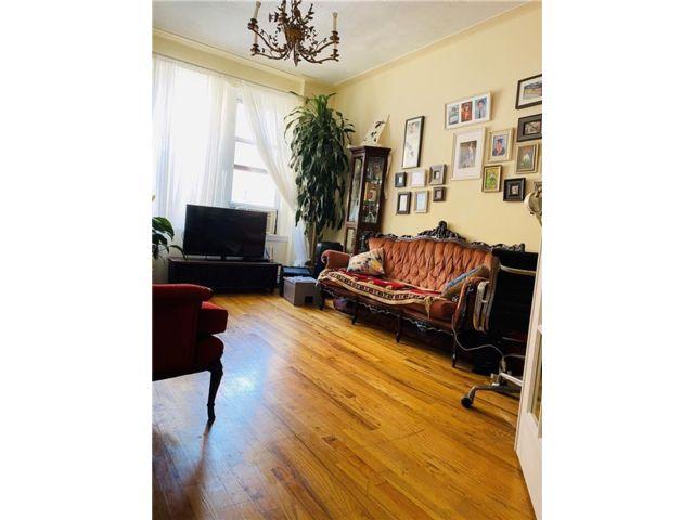 [Brighton Beach Real Estate, listing number 6963931]