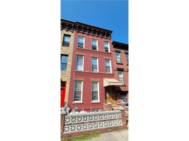 5 BR,  3.56 BTH  Multi-family style home in Park Slope