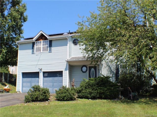 4 BR,  3.00 BTH Colonial style home in Blooming Grove