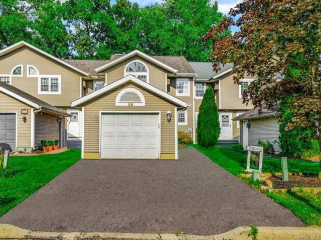 3 BR,  3.00 BTH Townhouse style home in Woodbury Town