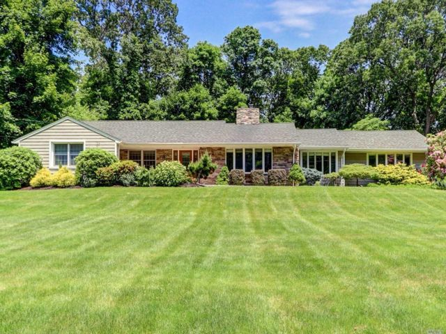5 BR,  3.50 BTH Exp ranch style home in Huntington