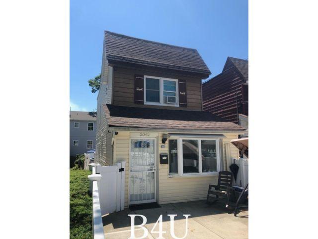 3 BR,  2.50 BTH Duplex style home in Bergen Beach