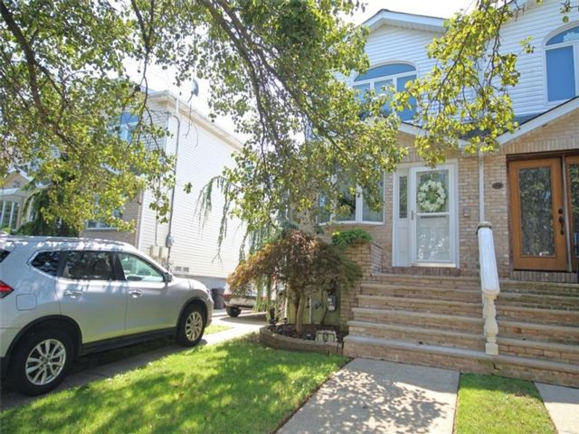 3 BR,  3.00 BTH Single family style home in Rossville