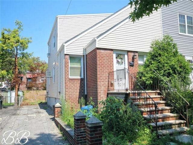 5 BR,  3.00 BTH Single family style home in Old Mill Basin