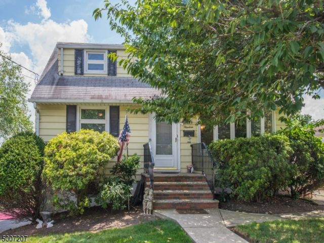 3 BR,  1.00 BTH Cape cod style home in Clifton