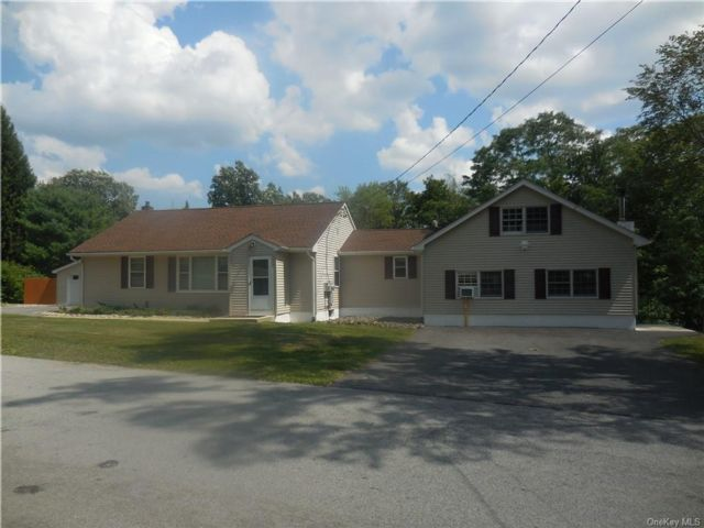 4 BR,  2.00 BTH  Ranch style home in Newburgh