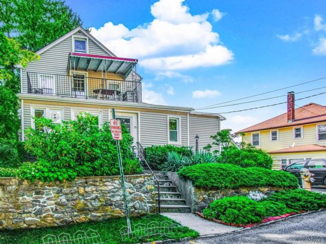 4 BR,  3.00 BTH Other style home in Eastchester