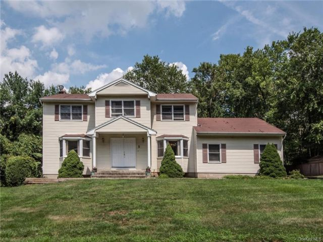 4 BR,  3.00 BTH  Colonial style home in Orangetown