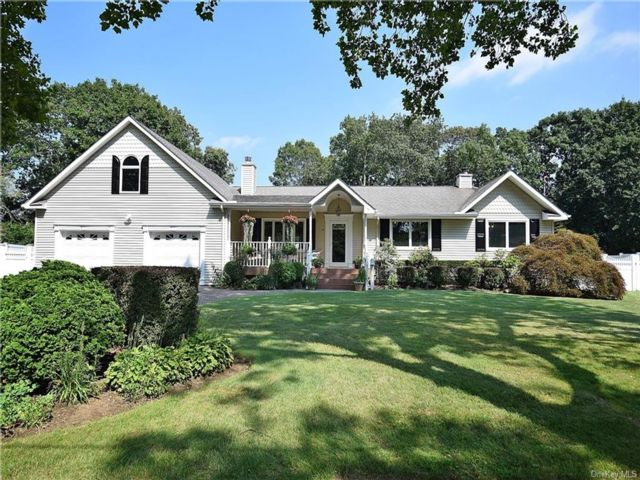 3 BR,  3.00 BTH  Ranch style home in E. Northport