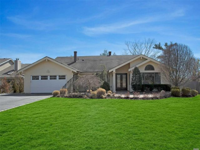 4 BR,  4.50 BTH Ranch style home in Jericho