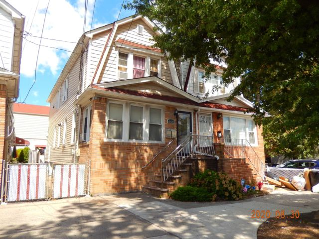 4 BR,  3.00 BTH  Ranch style home in Brooklyn