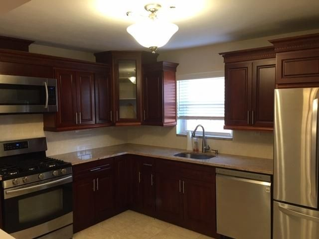 3 BR,  1.00 BTH  style home in Dyker Heights