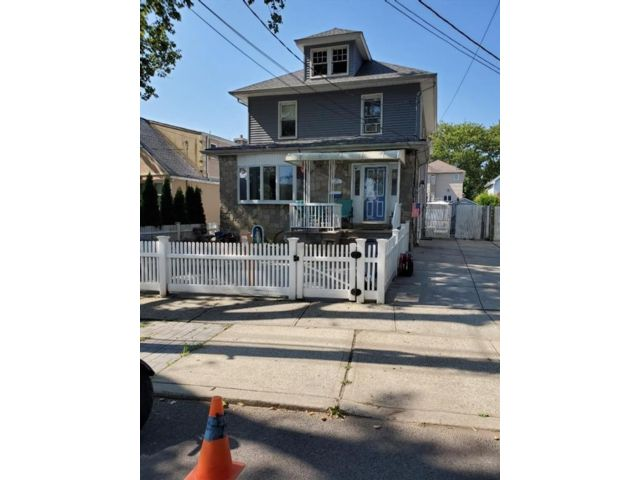 3 BR,  4.00 BTH Single family style home in Grant City